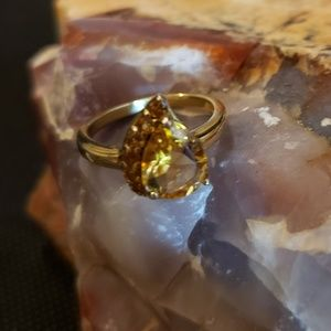 Jewelry - Citrine colored ring